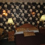 Bay Horse Inn: room with bed