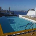 Aria Suites, Swimming pool and caldera view