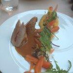 Mignon de porc fourré au chorizo, déclinaison de carottes cuites et crues, purée de carotte lard