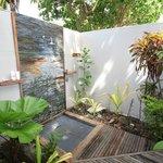 Outdoor shower Villa 5