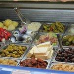 Augustiner Braustueberl - queijos e azeitonas
