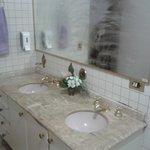 Amplo Banheiro Compartilhado.