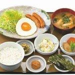 目玉焼き朝食 500円 (07:00-10:00・1F)