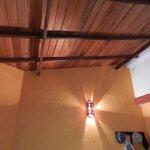 потолок в номере