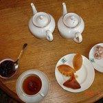 чай с травами и пирожки супер