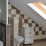 salle d'eau de l'appartement meublé