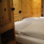 木のぬくもりがたっぷりの寝室