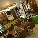 """Lobby y """"bar"""" del hotel"""
