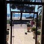 Вид на набережную от входа в отель