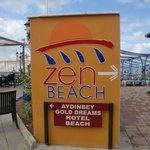 направо пляж отеля Zen, налево Айденбей