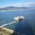 Vista desde la habitación del ferri que cruza el lago Biwa