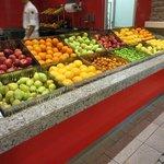 fruitdesserts in overvloed...