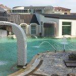 Giochi d'acqua nella piscina esterna di Casciana Terme!