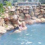 casacada y piscina