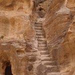 Stufen zu (vermutlich) einem Kultplatz
