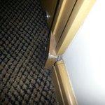 Defekter Sockel an der Tür