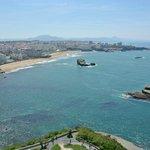 La grande plage de Biarritz vu du phare