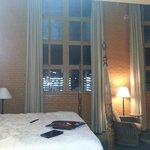 Hampton - Massive windows - black-out drapes.
