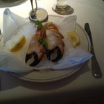 Stone crab claw appetizer served on ice