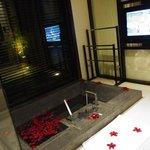 テレビや外の景色を眺めながら入れる浴槽