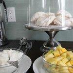 Meringues with fresh fruit -- afternoon tea