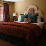 Southwest-inspired bedroom