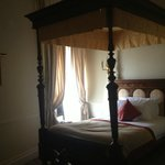 delightful 4 poster bed