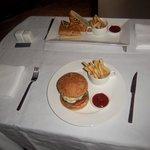 Burger et sandwich au thon , Room service