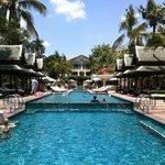 La superbe piscine du Peninsula!