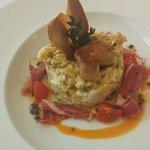 Huevos rotos con jamón Iberico y foie