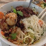 Vermicelli noodles with grilled prawns and beef