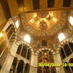 Второй и третий ярусы базилики поддерживают яшмовые и мраморные колонны