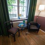 kleine Sitzgruppe im Doppelzimmer (Erdgeschoss)
