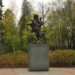 Памятник драгунам в парке