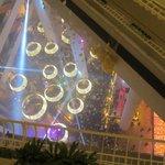 風船を割って新年を祝ってました