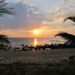 Utsikten från solstolen - här ser man korallerna på eftermiddagen
