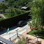 12€ de garaje por dejar el coche donde lo veis ¡ en la terraza del bar ! !