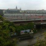 LAUT !!! Bahnhof, Straßenbahn und Autoverkehr