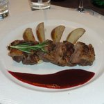 Duck breast with pears and raspberry sauce