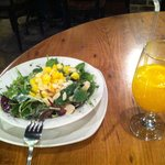 Summer salad and juice: 12€