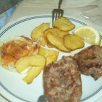 Mixed grill with homemade potato chips