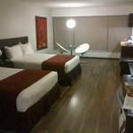 Habitación amplia y confortable con una excelente decoración