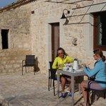 Frühstücksplatz in der Maisonne.