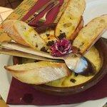 Entrante de queso derretido con trufas