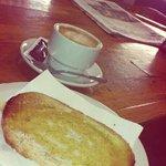Cafe con leche y tostada, que mas quieres??