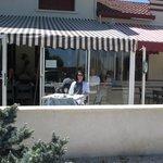 et un café en terrasse
