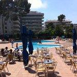 terraza y piscinas