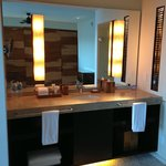 Bath counter with double sinks and amenities (Great products)