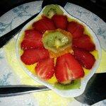 Dolce alla crema e frutta
