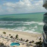 Вид с балкона на океан